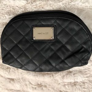 💎 NINE WEST 💎 quilted black clutch